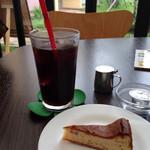 チーズケーキ CAFE MAGY - アーモンドチーズケーキ