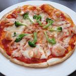 チーズケーキ CAFE MAGY - 海老とブロッコリーのピザ