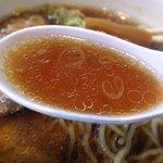 麺や 由布 - しいたけの風味が利いた醤油スープ