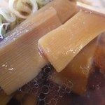 麺や 由布 - しっかり味付けされたメンマがうまし!