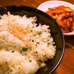 ホルモン清香園 - ねぎご飯と白菜キムチ