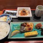 義経 - ハワイでもやっぱり朝は和食が一番、特にマラソンを2日後に控えてたんでご飯を食べてエネルギー充填です。