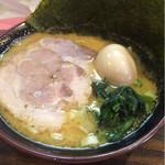 29946523 - 豚骨醤油オールスターラーメン並(¥880)