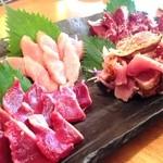 岩炭 - 料理写真:鶏刺し盛り様!のっけから鮮度の伝わる素晴らしいビジュアル!!