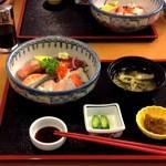 お食事処 さくら - 2014/08 ¥1100になった。右下の小鉢は、イカ三升漬。コレ美味い! 酒に合うね
