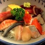 お食事処 さくら - 2014/08 海鮮丼地魚とその他15種類が載せられた丼