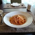 トラットリア ルーチェ - ベーコンと、玉葱の甘辛トマトソーススパゲッティ。