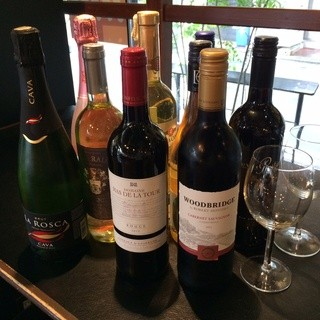 10種類以上のワインがグラスで楽しめる!