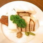 洋食喫茶 犇屋 - やわらかミルフィーユロースカツサンド 単品¥680(税込)☆♪