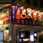 もんじゃ小町 - 仏壇通りでパッと目を引く巨大な看板
