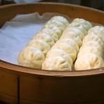 長崎ぶたまん 桃太呂 - 蒸し器の中には小さな「ぶたまん」が一杯