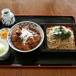 レストラン摩周 - 道東産厳選ポークを蕎麦屋ならではの秘伝タレで絡め焼く豚丼は絶品の味。摩周そばとセットで!