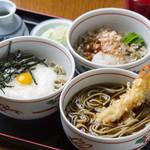 レストラン摩周 - 当店の看板メニューの「三点そばセット」なめこおろし、山かけ、天ぷらそばが一度に楽しめます♪
