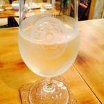 29962929 - 氷入りのグラスワイン!