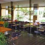 レストラン摩周 - 店内は、落ち着いた雰囲気で、ゆっくりくつろぐことが出来ます。車椅子使用が出来ます。子供椅子あり。
