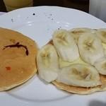 29964879 - くまパンケーキ間にはバナナとカスタード。