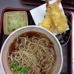 蕎麦 萩田 - こちらのお蕎麦は、細めで蕎麦の香りも程よくあり、また出汁がなんとも言えず良い塩梅に美味しかった。メニューはシンプルで王道の物が多く、一度食べると癖になるというか、後を引く良い出汁の味でした。