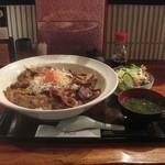 29965508 - 黒豚炭焼き丼 デラックス(1200円)