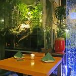 風花 - テーブルの横には水槽