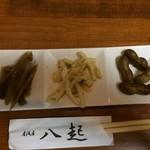 八起 - 料理写真:お通しには千葉県ですね、茹で落花生があります。