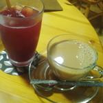 鏡池どんぐりハウス - ホットカフェオーレ&クランベリージュース