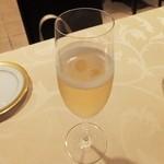 おいしんぼ - まずはシャンパンで