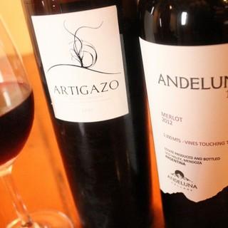 自家製サングリアやリンゴ酒、豊富なワインで乾杯♪