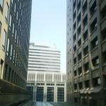 アマルフィイ・モデルナ - 窓の外は丸の内のビル群です。