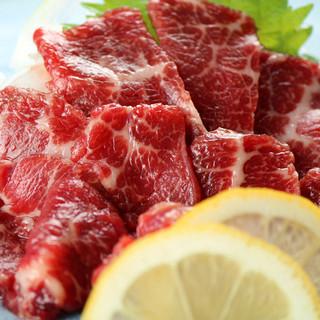 厳選した【特上馬刺し】を使用した熊本馬肉料理もございます。