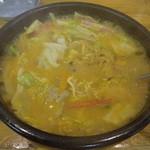 29977732 - スープは湯気を立ち昇らせながら煮えたぎってる。