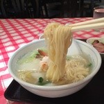香港食館 - 麺は細麺ストレート