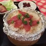 香港食館 - ウインナーの載ったせいろ蒸しご飯