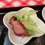 香港食館 - 特製焼き豚の入ったサラダ