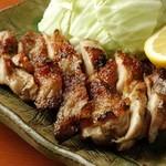 越の鶏「モモ肉」天然藻塩炙り焼き キャベツ添え