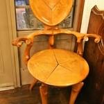 松翁軒 - ガウディの椅子
