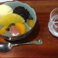 大丸やき茶房-クリームあんみつ(650円)。