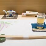 鮨たかし - お通し(しじみ汁)