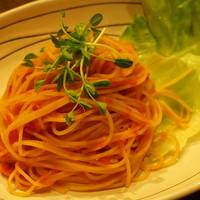 カクテルバー SunBridge - 自家製トマトソースをたっぷり使用した一番人気『トマトソースパスタ』他お食事メフードメニューあります。