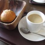 マンマーノ - クリームパンとコーヒー