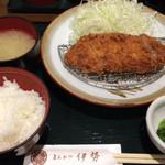 とんかつ伊勢 都庁店 - ロースかつ定食 860円