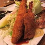 おこじょ - 大きな「地魚のフライ」と「海老フライ」です。