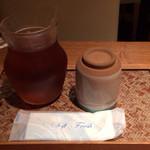 基 代々木店 - 冷たいお茶