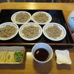 左京 - 「手打皿そば」は、一人前が5皿です。