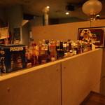 カクテルバー SunBridge - 円カウンターにあるミニボトルコレクション。※お腹を痛めるものもあります。飲まれないようご注意ください(^^)