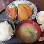 神楽坂 鉄マル 本多横丁 - あじフライとメンチ定食 850円