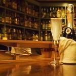 カクテルバー SunBridge - ご注文の後お時間をいただきますが、スパークリングワイン(フルorハーフ)のご注文で希望によりのシャンパンサベラージュを披露いたします。