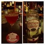 Bar CABLE CAR - スカーレットオハラ・・情熱の赤ですね。右の写真のお酒がベースです。 口当たりがよく軽めのテイストで飲みやすい。