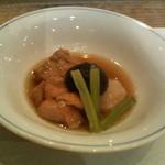 おかずや平句凡帳 - 牡蠣の蒸籠蒸し御膳の小鉢(里芋、厚揚げ、鶏肉)