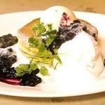 Cafe Sanbankan - ヘルシーなヨーグルトソースのパンケーキ