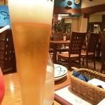 30001254 - ビール越しに店内の感じ